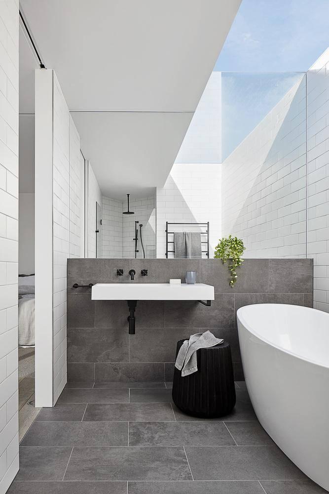 Phòng tắm cũng được thiết kế nhằm tận dụng tối đa ánh sáng tự nhiên từ Mặt Trời.